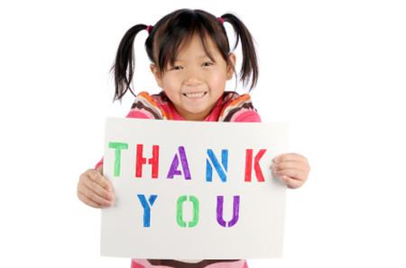 """Hãy tạo cho trẻ nói lời """"xin lỗi"""" và """"cảm ơn"""" thành phản xạ tự nhiên trong giao tiếp."""