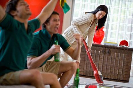 Tôi nên làm gì trước người chồng vô trách nhiệm và mải chơi này? 1