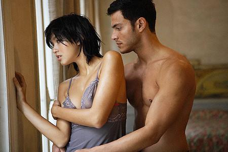 """Chồng lúc nào cũng thích """"yêu"""" ở chỗ không phải là trên giường."""