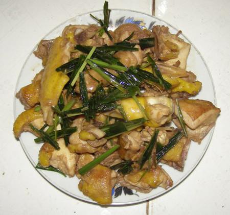 Món gà rang lá lốt ăn ngày mưa thì thật tuyệt.