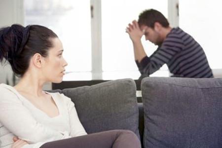Giờ đây tôi nghỉ tôi và anh đã lấy nhau quá sớm khi mà tôi chưa hiểu gì về tôi. Và anh chưa sẵn sàng lập gia đình