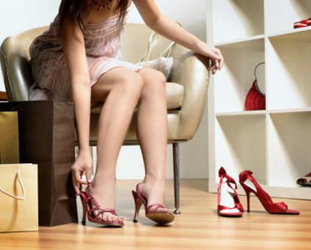 Hãy bảo vệ mình khỏi các bệnh do đi giày cao gót gây ra.