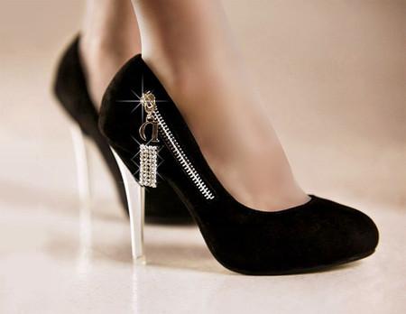 Đi giày cao gót hàng ngày có thể làm thay đổi tư thế tự nhiên của cơ thể.