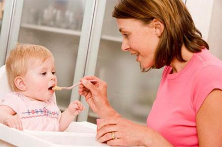Cần lựa chọn những nhóm thực phẩm thật an toàn cho bé ăn dặm, đặc biệt là trong thời kỳ đầu