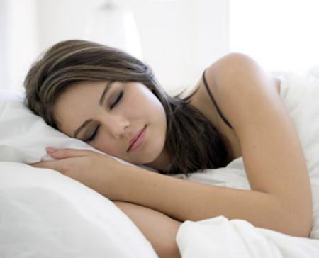 Ngủ trưa rất cần thiết đối với sức khỏe.
