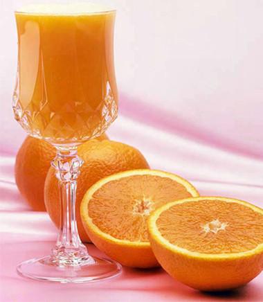 Nước cam có chứa hàm lượng vitamin C cao.