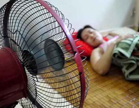 Dùng quạt sai cách khi ngủ gây hại cho sức khỏe.