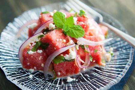 Salad dưa hấu món khai vị cho mùa hè.
