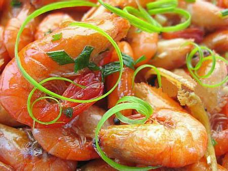 Món tôm om gừng hành làm rất nhanh mà ăn cũng rất ngon.