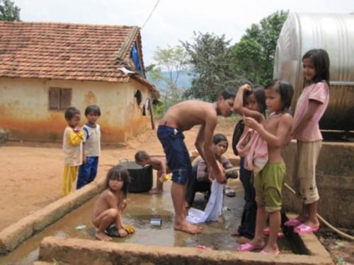 Trẻ em nông thôn thiếu nhiều điều kiện vệ sinh thiết yếu
