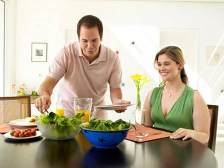 Chế độ ăn của chị bây giờ là miến và các món rau.