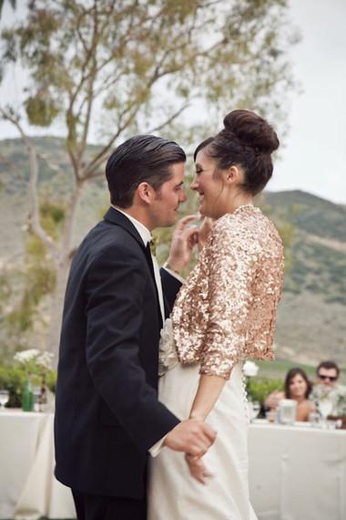 Những kiểu áo khoác nhẹ nhàng cho cô dâu trong tiết thu 6