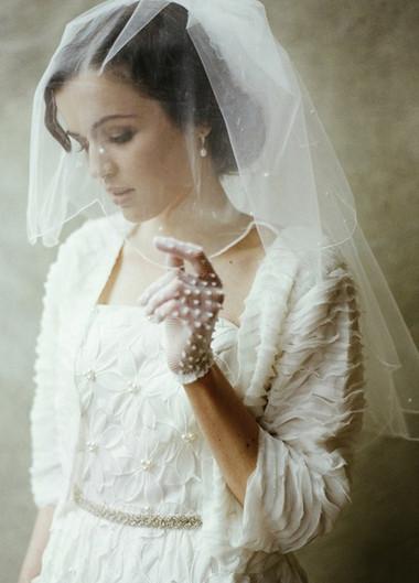 Những kiểu áo khoác nhẹ nhàng cho cô dâu trong tiết thu 3