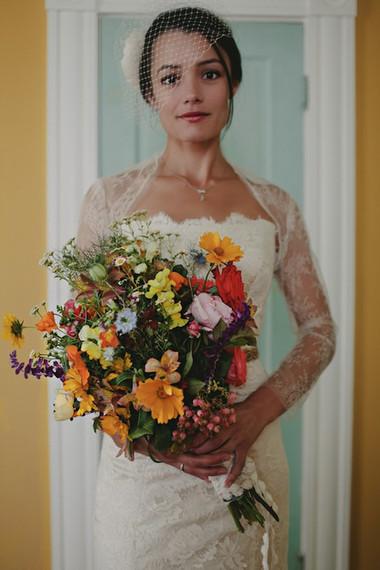 Những kiểu áo khoác nhẹ nhàng cho cô dâu trong tiết thu 1