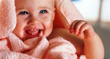 Có nhiều cách để xua tan những khó chịu của bé khi mọc răng