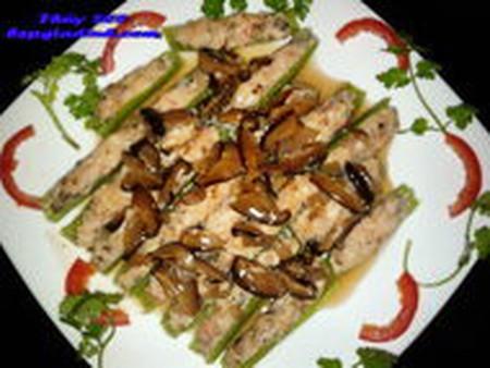 Món cải xanh nhồi tôm gà ăn với cơm nóng rất ngon.