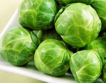 Không nên ăn rau cải bruxen sống.
