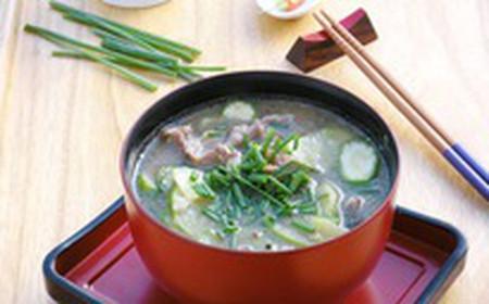 Canh dưa leo thịt bò ăn mat và rất bổ dưỡng.