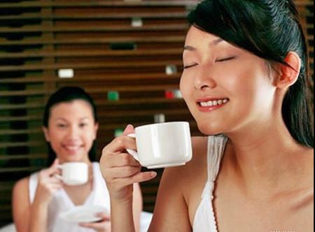 Uống một ly cà phê vào buổi sáng là tốt nhất.