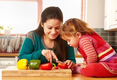 Bây giờ việc chăm sóc và dạy con vợ không cần phải nhớ đến mẹ nữa.