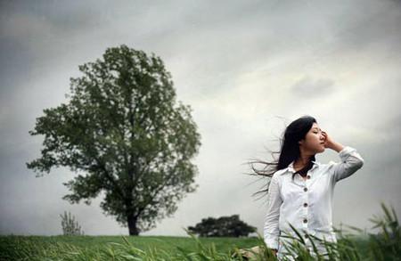 Anh chỉ là một cơn gió thoảng qua cuộc đời tôi.