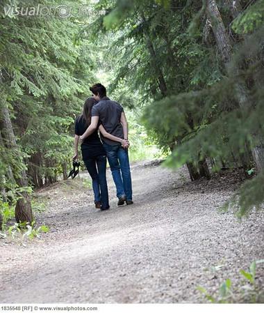 Em sẽ không ngoái lại phía sau, trên một chặng đường dài mình đã cùng nhau vượt qua.
