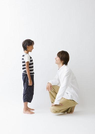 Thực ra, không khó để dạy trẻ  biết lắng nghe mà vấn đề là bạn cần có 'chiến lược' để đào tạo chúng.