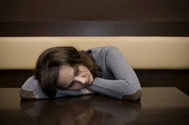 Chị cảm thấy mệt mỏi và cô đơn  ngay trong ngôi nhà của mình.