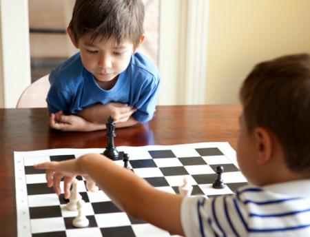 Chơi cờ vua giúp trẻ thông minh hơn