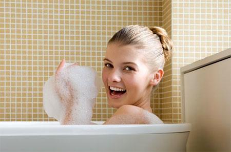 Bạn phải giữ sạch da bằng cách tắm hai hoặc ba lần mỗi ngày.