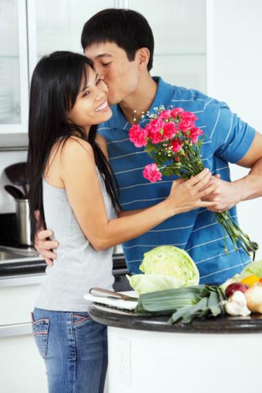 Anh rất hay tặng hoa cho tôi mà không vì  bất cứ là ngày nào.