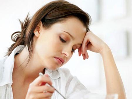Thiếu máu do thiếu B12 khiến người bệnh xanh xao, dễ mệt, ăn mất ngon...