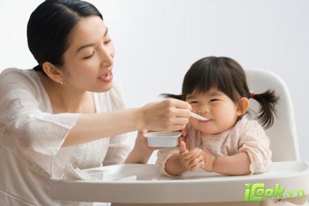 Tạo cho trẻ thói quen ăn sáng