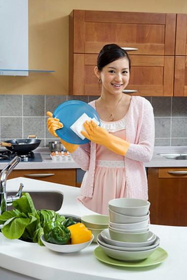 Vệ sinh bếp, vệ sinh đôi tay, chế biến thực phẩm đúng cách sẽ giúp giảm thiểu nguy cơ ngộ độc.
