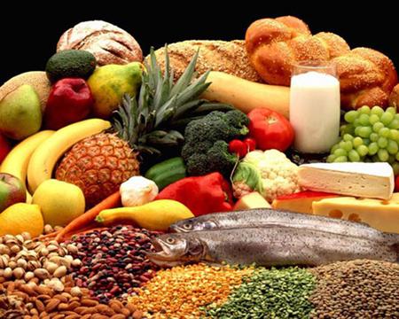 Bệnh nhân cũng nên ăn nhiều rau quả và trái cây để có đủ chất xơ, ăn nhiều đạm nhất là đạm thực vật.
