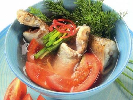 Canh cá đối nấu riêu ăn với cơm trắng rất ngon.
