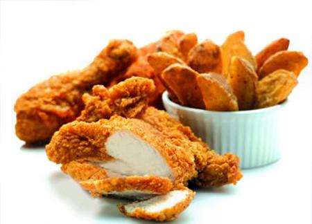 Thực phẩm chiên rán và thịt mỡ sẽ làm cho hàm lượng mỡ trong máu tăng cao.