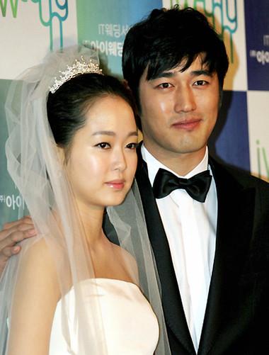 Họ thực hiện đám cưới mà tâm trạng cả hai đều cảm thấy bình thường không có chút gì háo hức hay hồi hộp.