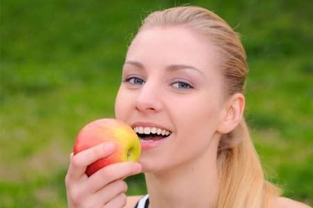 Axit Ursolic có trong vỏ táo làm giảm nguy cơ béo phì.