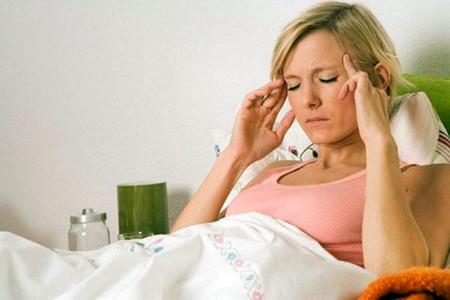 Thiếu sắt gây ra nhiều triệu chứng, bao gồm mệt mỏi, cảm giác thở gấp, chóng mặt, đau đầu...
