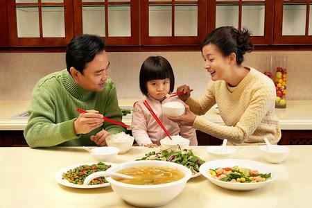 Cần tránh những thực phẩm có hại cho sự phát triển của não trẻ.