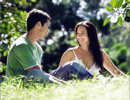Bằng tuổi nhau nên họ có chung rất nhiều sở thích và hơn nữa không bao giờ giận nhau lâu.