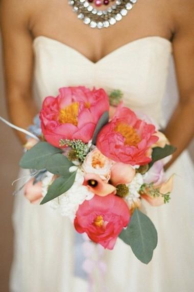 Một số mẫu hoa cưới từ hoa mẫu đơn 1