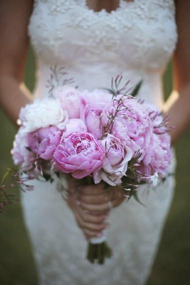 Một số mẫu hoa cưới từ hoa mẫu đơn 11