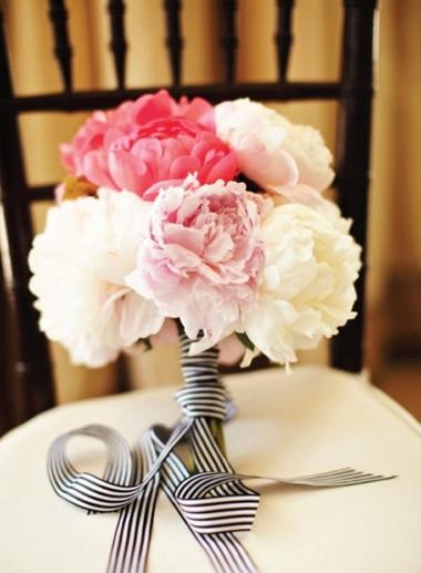 Một số mẫu hoa cưới từ hoa mẫu đơn 12