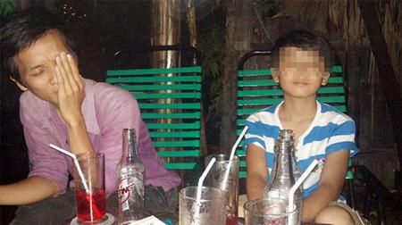 Một lần 'đi khách' của 'tú ông' Thuận và bé trai bị dụ dỗ.