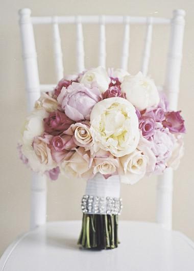 Một số mẫu hoa cưới từ hoa mẫu đơn 15