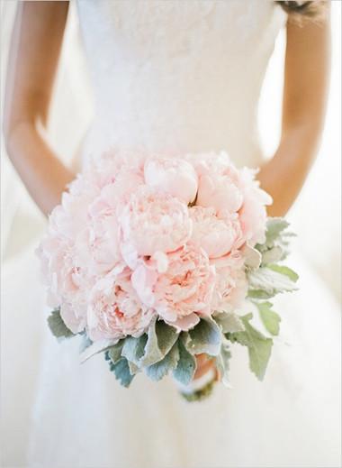 Một số mẫu hoa cưới từ hoa mẫu đơn 3