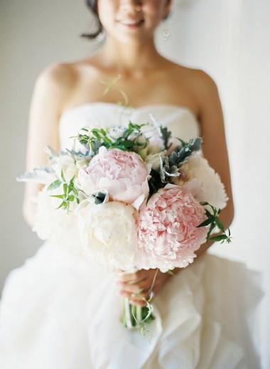 Một số mẫu hoa cưới từ hoa mẫu đơn 8