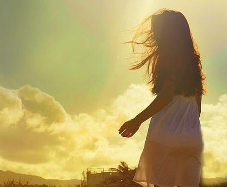 Giờ thì tôi chỉ còn một mình với nỗi ân hận, nếu được làm lại tôi sẽ không bao giờ yêu anh...